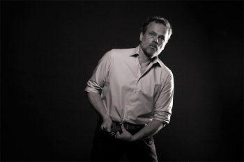 Overhemd gedragen door een man